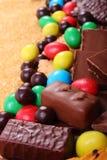 Mnóstwo trzcina brown cukier i cukierki, niezdrowy jedzenie Zdjęcia Royalty Free