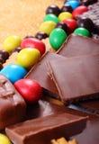 Mnóstwo trzcina brown cukier i cukierki, niezdrowy jedzenie Obrazy Stock