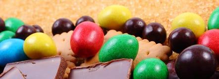 Mnóstwo trzcina brown cukier i cukierki, niezdrowy jedzenie Zdjęcie Royalty Free