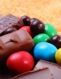 Mnóstwo trzcina brown cukier i cukierki, niezdrowy jedzenie fotografia royalty free