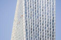 Män som gör ren skyskrapan Arkivfoton