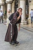 Mönch auf Rollen Stockfoto