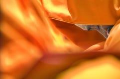 Mönch, der mit geschlossenen Augen meditiert Stockfoto