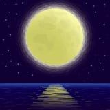 Måne över havet, lågt Poly Arkivbild