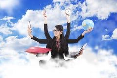 mång- taskingkvinna för affär Royaltyfria Bilder