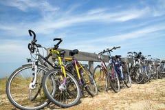 Många cyklar Arkivfoto