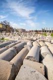 Många förstörda forntida kolonner smyrna Izmir Turkiet Arkivfoto