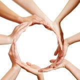Många händer som bildar en cirkel Royaltyfri Foto