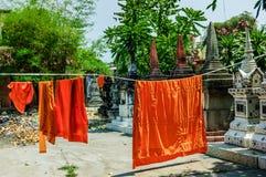 Mnichów buddyjskich kontusze wiesza suszyć Fotografia Royalty Free