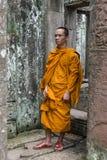 Mnich buddyjski w Bayon świątyni, Kambodża Zdjęcia Royalty Free