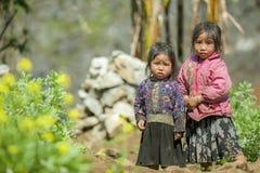 Mniejszość etniczna dwa siostry przy starym Dong Van rynkiem, Obrazy Stock