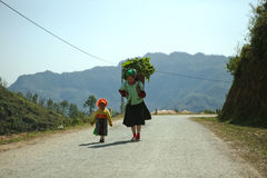 Mniejszości etnicznej córka i mama zdjęcia royalty free