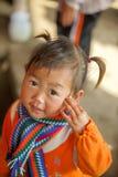 Mniejszości etnicznej dziecko ono uśmiecha się, przy starym Dong Van rynkiem Zdjęcia Stock