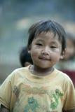 Mniejszości etnicznej dziecko przy płuca krzywka wioską Fotografia Stock