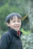 Mniejszości etnicznych dzieci przy płuca krzywka wioską Fotografia Royalty Free