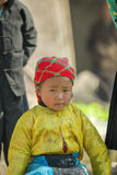 Mniejszości etnicznej dziecko przy starym Dong Van rynkiem, Fotografia Stock