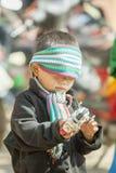 Mniejszości etnicznej dziecko przy starym Dong Van rynkiem, Obraz Royalty Free