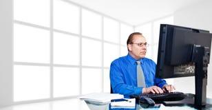Männer finanzieren das Arbeiten Lizenzfreie Stockfotos
