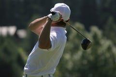 Männer spielen Schwingen Golf Stockfotos