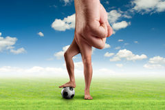 Männliche Hand mit einem Ball Lizenzfreie Stockfotografie