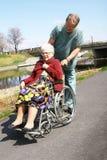 Männliche Krankenschwester und ältere Frau Lizenzfreie Stockfotos