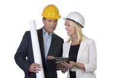 Männliche und weibliche Architektensitzung Lizenzfreie Stockfotos