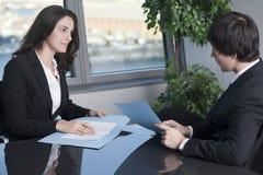 Männlicher Chef mit seinem Sekretär Lizenzfreie Stockfotografie