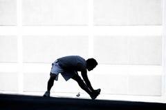Männlicher Seitentrieb, der vor einem Lack-Läufer ausdehnt. Lizenzfreie Stockbilder