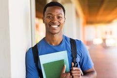 Männliches Hochschulstudentporträt Stockbilder