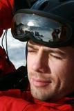 Männliches Skifahrerportrait und tragende Schutzbrillen Lizenzfreies Stockbild