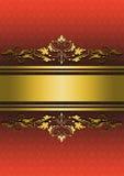 Mönstrad röd bakgrund med guld- band och den guld- prydnaden Royaltyfri Bild