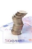 Münzen und Eurorechnungen Stockbild