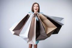 A moça alegre é compra indo com alegria Imagem de Stock Royalty Free