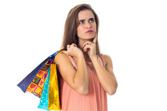 A moça atrapalhou e guardando pacotes brilhantes bonitos Imagem de Stock Royalty Free