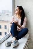 Moça atrativa que levanta no estúdio Imagens de Stock Royalty Free