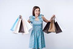 A moça bonita com pacotes está comprando Imagem de Stock