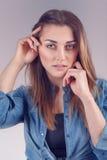 Moça bonita em uma camisa da sarja de Nimes Fotos de Stock Royalty Free