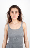 Moça bonita no t-shirt com um sorriso Fotografia de Stock Royalty Free