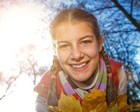 Moça bonita - retrato colorido do outono Foto de Stock Royalty Free