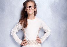 Moça bonito que levanta no estúdio Fotos de Stock Royalty Free