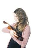 A moça com cabelo encaracolado louro guarda o violino no estúdio Fotos de Stock Royalty Free