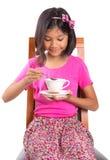 Moça com chá e cookie IV imagens de stock