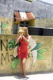 Moça com cocos imagens de stock