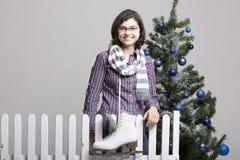 Moça com patins de gelo Fotos de Stock