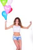 Moça com um grupo de balões coração-dados forma Fotos de Stock
