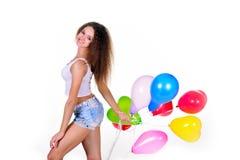 Moça com um grupo de balões coração-dados forma Foto de Stock Royalty Free