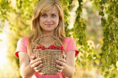 Moça com uma cesta do Viburnum Foto de Stock Royalty Free