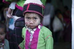 Moça com vestido tribal, festival de Lua cheia de Hsipaw Fotografia de Stock Royalty Free