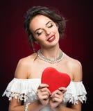 Moça da beleza com coração do Valentim Imagem de Stock