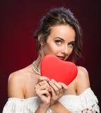 Moça da beleza com coração do Valentim Imagem de Stock Royalty Free